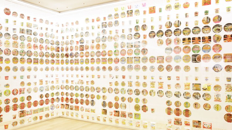 「チキンラーメン」という一粒の種は、やがて新しい食文化にまで発展しました。現在は日本国内だけでも年間に約800種類の新商品が発売されています。
